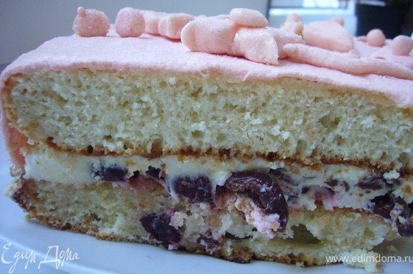 Разрезать корж на 2 части. Промазать сдивками и выложить ягоды(у меня мороженая черешня)накрыть 2-ым коржом ,покрыть торт маслянным кремом и накрыть мастикой и украсить фигурками из мастики.