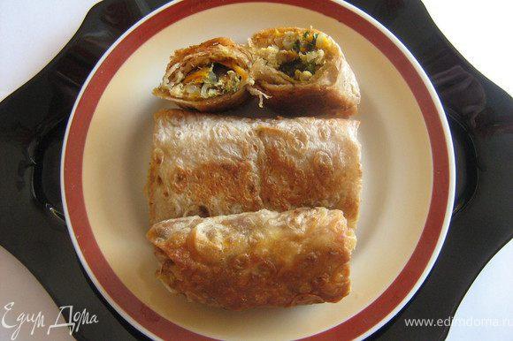 Подавать закуску горячей или тёплой.Сытно,вкусно,просто и быстро.Приятного аппетита!