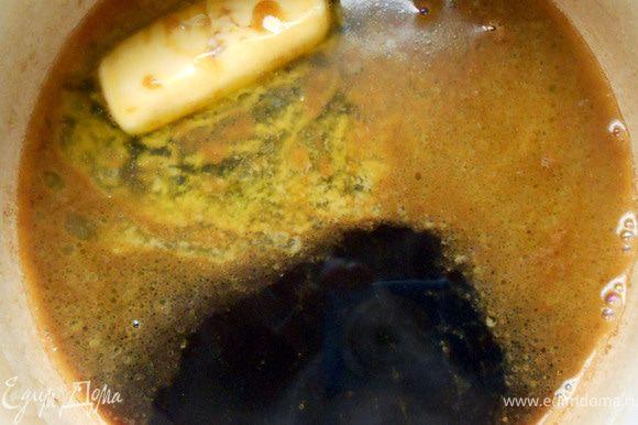 Вскипятить воду, добавить кофе, сливочное масло и размешать.