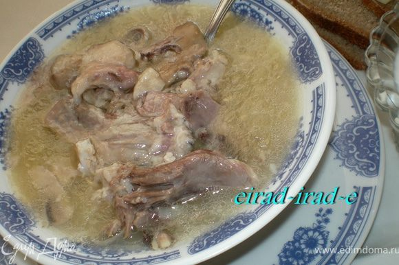 """Хаш - для хорошей, веселой, доброй компании!!!!! *Это блюдо в Азербайджане называют """"Кялле-пача"""" (кялле- голова; пача- нога) *Хаш— жидкое горячее блюдо, суп, получившее распространение по всему Кавказу и Закавказью. *Хаш не терпит женских рук!!!! *Хаш традиционна, варят мужчины. *Хаш - это красивый повод для мужчин *Провести весело время с друзьями!!!! *Это любимое блюдо кавказских мужчин!!! *Процедура приготовления занимает достаточно долгое количество времени и требует от мужчины немалого опыта!!!! *Что касается традиции употребления хаша, то он употребляется ранним утром!!! *На Кавказе хаш - исключительно утреннее блюдо, очень калорийное и дающее хороший запас сил и энергии на весь день!!!"""