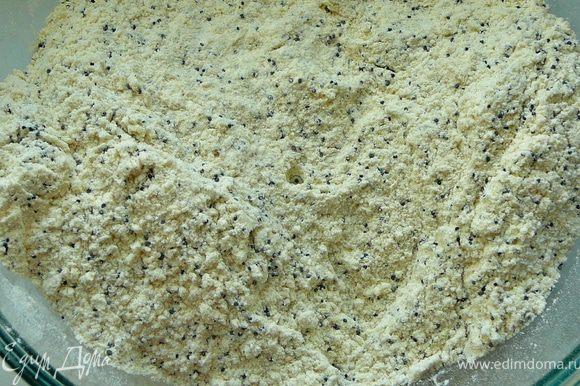 Муку просеять,смешать с разрыхлителем,сахаром,ванильным сахаром,маком и солью.