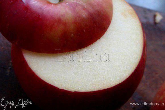 У яблока отрезать верхушку. Ее не выкидывать, она нам ещё пригодится.