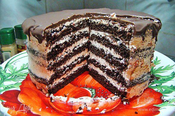 Перед подачей, торт нужно заранее вынуть из холодильника, чтобы крем стал мягким. Приятного аппетита.