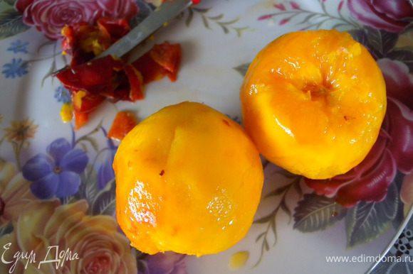 4. Почистить от шкурки и косточки 2 персика.