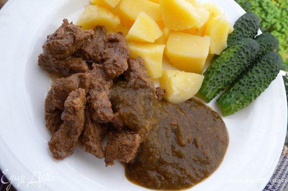 7. Мясо готово, и соус тоже - приятного аппетита!
