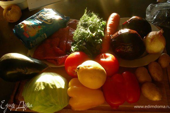 Ингредиенты: Порядок добавления овощей по оригинальному рецепту и время приготовления: а)мясо+2л холодной воды+луковица - готовить 1.5 часа; б) целые свекла и морковь +30 мин. в) морковь, свеклу вынуть, натереть на терке, мясо порезать, нарезать крупно перец и баклажан и все положить в кастрюлю +15-20 мин. г) нарезанные помидоры +15 мин. д) тонко нашинкованная капуста +10 мин. е) картофель, разрезанный пополам + 5 мин. ж) зелень, удалить лук + 10-15 мин, проверить готовность борща (индикаторы - картошка и капуста), добавляем специи и подаем.