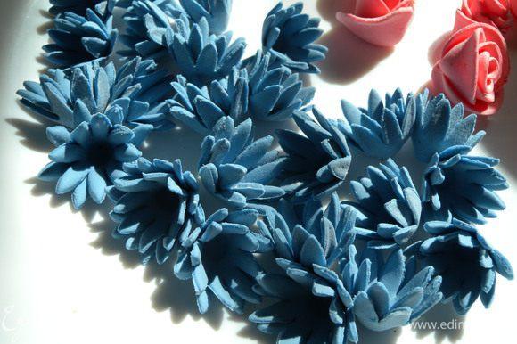 27. Типа цветок цикория.