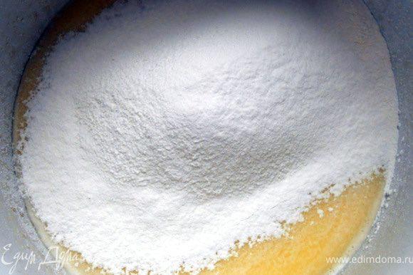 Добавить дрожжи, сахар, соль, муку