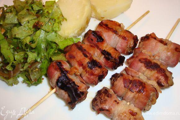 """На гарнир к таким шашлычкам хорошо подойдут овощи-гриль с шампиньонами-гриль. Я же отварила картофель и сделала """"Французский салат"""" по этому рецепту http://www.edimdoma.ru/recipes/2111. Приятного аппетита!"""