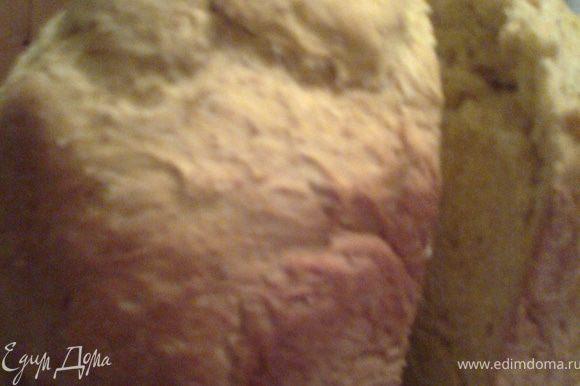 Режем хлебушек остывшим...