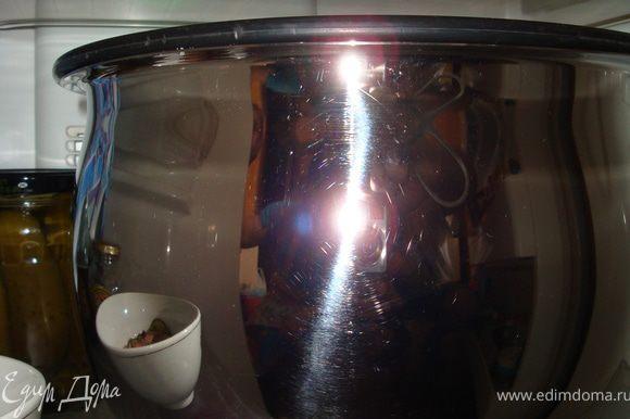 А теперь накрываем посуду крышкой и отправляем в холодильник на 2 дня... Голову, хвост и прочую мелочь упаковываем и отправляем в морозилку или сразу же пускаем в готовку!