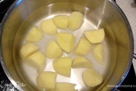Варить картошку в небольшом количестве воды.
