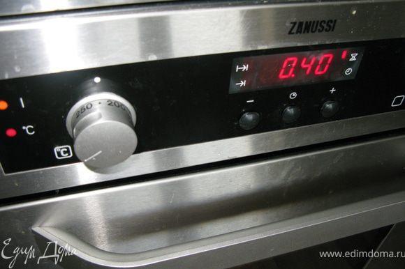 Ставим не закрытую форму в духовку на 225 градусов на 40 минут