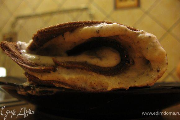 Украсить как вам нравится. Я посыпала шоколадной крошкой. Наслаждаемся вкусным сочетанием банана и шоколада:)