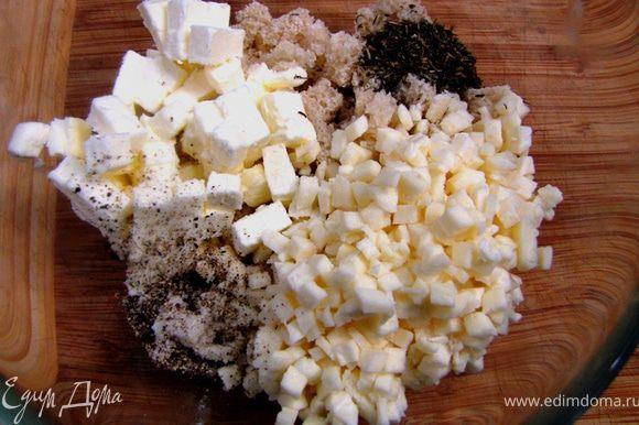 Порежьте на кубики сливочное масло. Смешайте хлеб, сыр, масло, травы, соль и перец. Хорошо перемешайте.