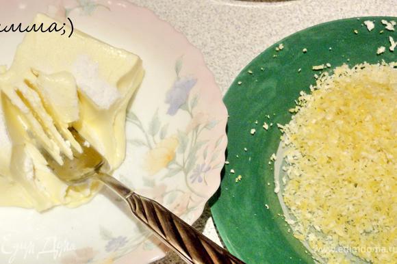 Размягченное сливочное масло смешать с ванилином. Цедру с лимона снять с помощью терки.