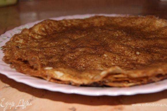 Приготовить тесто для блинов: теплое молоко, взбить с 2 яйцами, солью, мукой и растительным маслом. Испечь блины. * муки должно быть столько, что бы готовое тесто было, как жирные сливки - тяжелое.