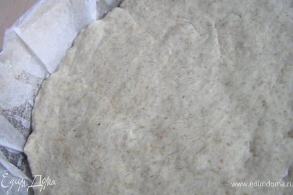 выложить в форму для выпечки хлеба, хорошо смазанную растительным маслом (или застеленную бумагой для выпечки). Сверху тесто смазать растительным маслом, разровнять ложкой, накрыть крышкой (или кухонным полотенцем) и снова поставить в теплое место.
