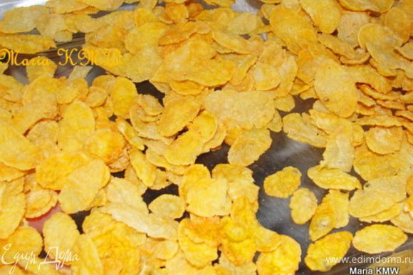 В формочку выложим 25 грамм кукурузных хлопьев.