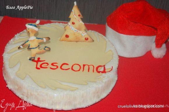 Торт и печенье украсить остатками белковой глазури, кокосовой стружкой, гелевыми карандашами и кондитерским бисером. Торт вкуснее, когда настоится в холодильнике несколько часов. Приятного аппетита!:)