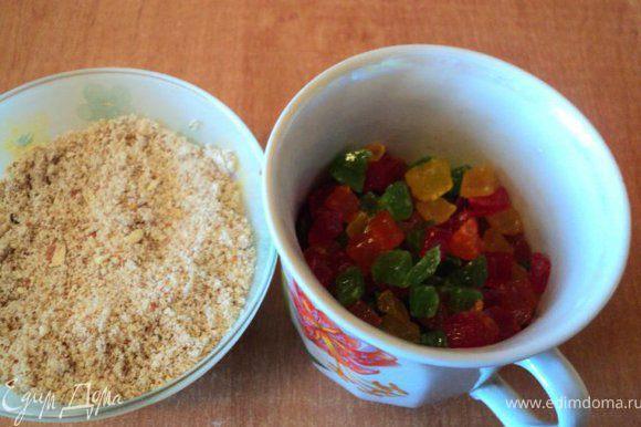 Миндаль и орехи размолоть очень мелко, цукаты залить ромом ( коньяком).