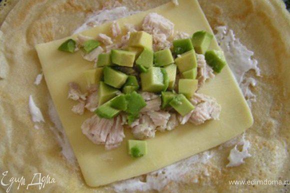 завершить кусочками авокадо, приправить перцем по желанию.