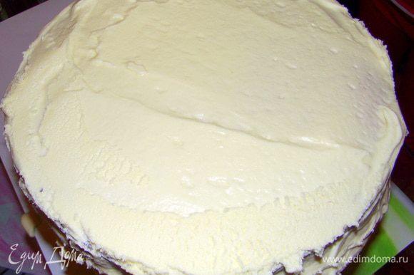Покрыть кремом торт. Вместо пропитки можно кремом между коржей промазать.