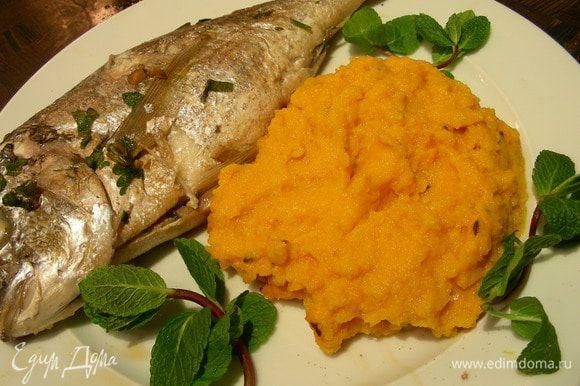 Подаем ее с гарниром по Вашему вкусу, у меня - морковное пюре с имбирем и тмином (http://www.edimdoma.ru/recipes/36277). Приятного аппетита))