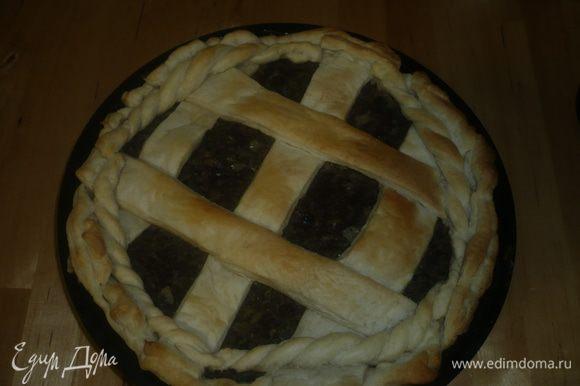 Пирог ставим в духовку разогретую на 200 гр. на 10-15 минут. Приятного аппетита!!!!