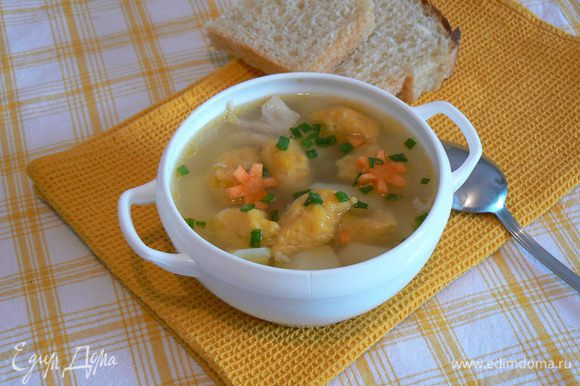 минуточку терпения и немого зелени и наш суп готов!