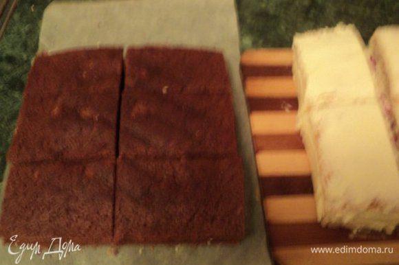 Шоколадный корж и белый бисквит с кремом разрезать на шесть частей. Бока белого бисквита в местах разреза также смазать кремом.