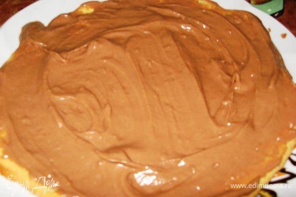 Сборка торта. Коржи перемазываем кремом. Сверху выкладываем наши сегменты в глазури. Ставим в холодильник минимум на 6 часов. Т