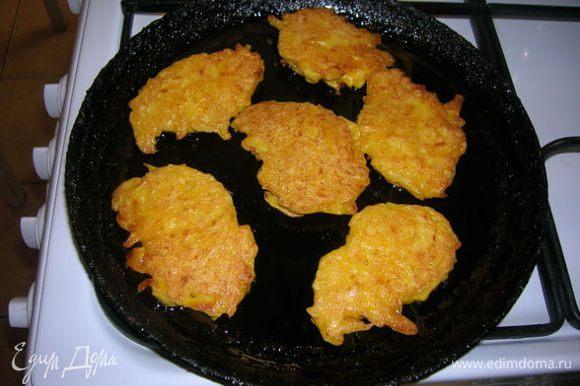Готовим на подсолнечном масле( как оладьи или драники). Блюдо готово. Можно полить сметаной.