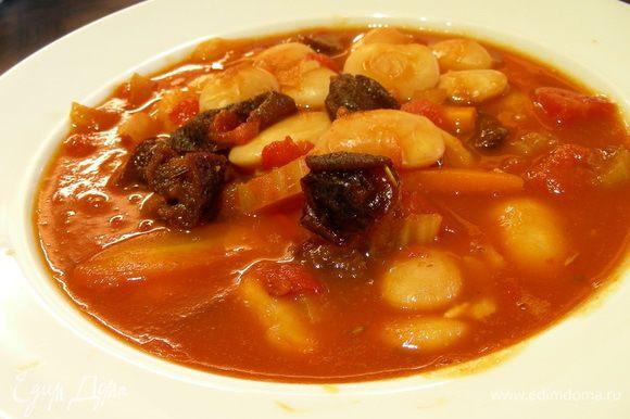 Вынимаем розмарин и лавровый лист, солим , перчим по вкусу. Разливаем суп по тарелкам и подаем. Приятного аппетита))