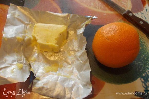 соус:растопить сливочное масло и добавить сок апельсина и смешать с 1 ч.л. муки и прогреть минут 5.