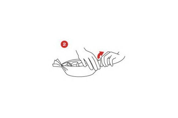 Сделайте четыре кулька SAGA и наполните их грибами. Готовьте в духовке около 7 минут при температуре 200 градусов.