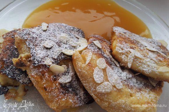 Подавать это чудо булочки ( омлет или блин) с яблочным пюре или с вареньем. Мне сахара было мало, поэтому я ела с джемом. Приятного Вам аппетита))