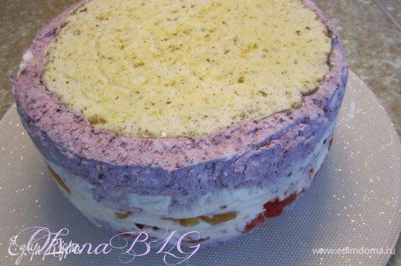 Торт поставить в холодильник на 2-4 час. после охлаждения достать из формы, снять пергаментную бумагу.