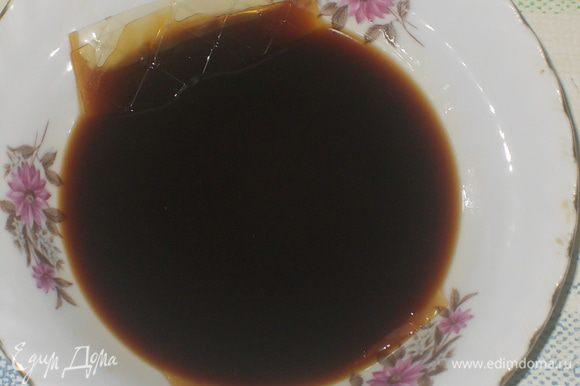 в остуженный кофе добавить желатин,