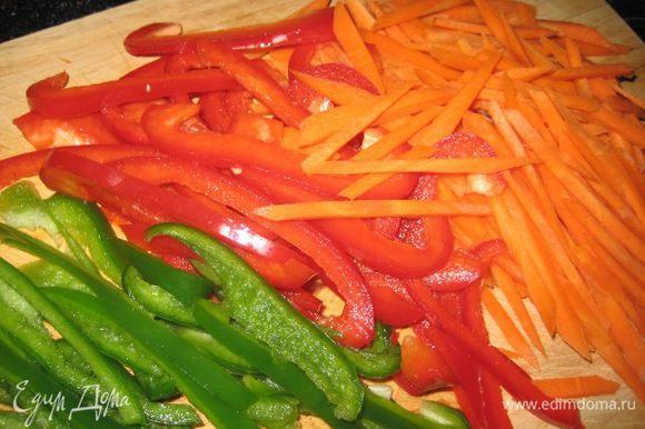 Болгарский перец, морковь.