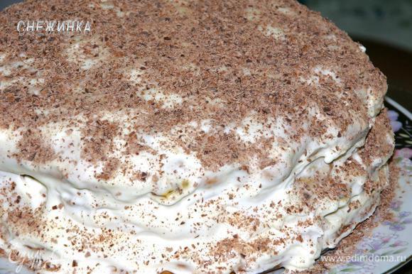 Торт со всех сторон обсыпаем шоколадной стружкой. Даем настояться и он готов!
