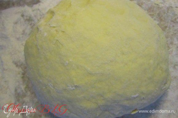 Тесто. Яйца взбить с сахаром, добавить мягкий маргарин, сметану, соду гашеную лимонным соком, муку. замесить мягкое не липкое тесто.