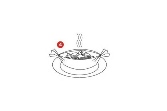 Поместить помидоры в корзиночки из теста и запекать в духовке в течение 15 минут при температуре 180°C (200°C).