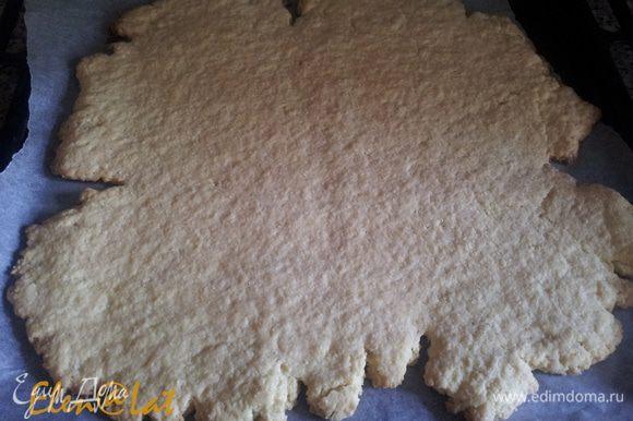 Тесто раскатать в пласт не тонкий и выпекать 15 минут при температуре 180С.