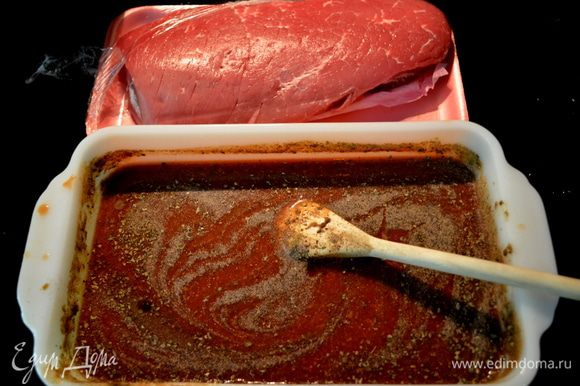 Смешать вместе томат.сок.вустер. соус,херес,хрен,майоран,базилик и перец.Можно в целлован.пакете или в форме.
