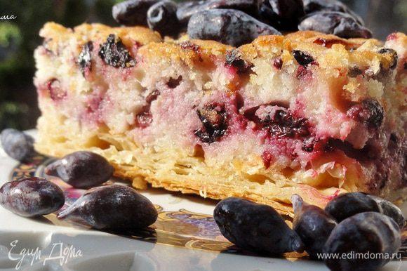 Честно говоря, пирог хорош как теплым, так и холодным)))