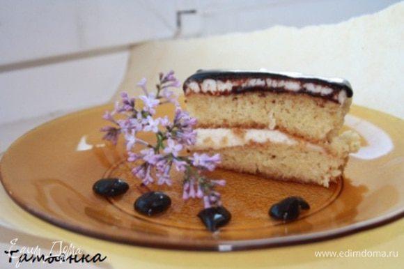 Ну а потом то...ммм...ставим чайник и режем тортик и ... наслаждаемся!Приятного аппетита!:)
