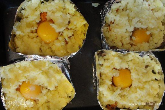 Натираем на терке отваренный картофель