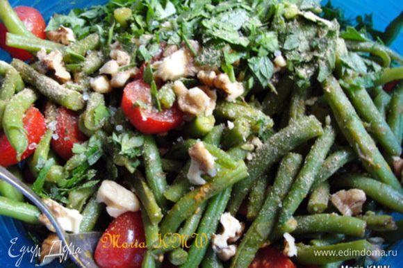 Соединяем ингредиенты,орехи, приправляем заправкой, специями по-вкусу. Очень вкусно с болгарской солью. Вот мой рецепт соли: http://www.edimdoma.ru/retsepty/42131-bolgarskaya-sol-ili-balkanska-sharena-sol