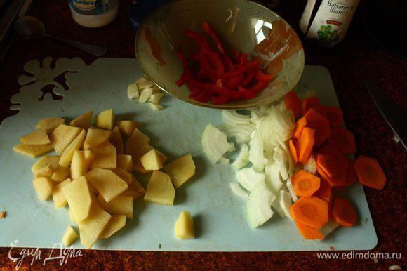 Нарезаем овощи, кто как любит